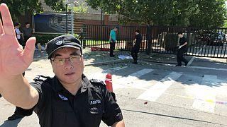 Segurança tenta afastar os jornalistas da zona da explosão
