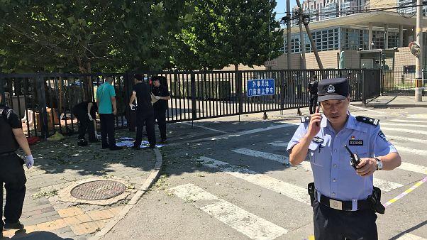 انفجار قنبلة أمام السفارة الأمريكية في بكين