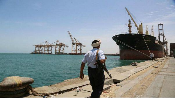 السعودية توقف صادرات النفط عبر باب المندب مؤقتا عقب هجوم للحوثيين