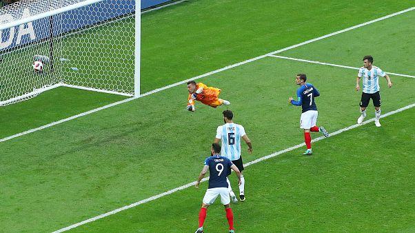 تسديدة بافارد المذهلة في شباك الأرجنتين أفضل هدف في كأس العالم 2018