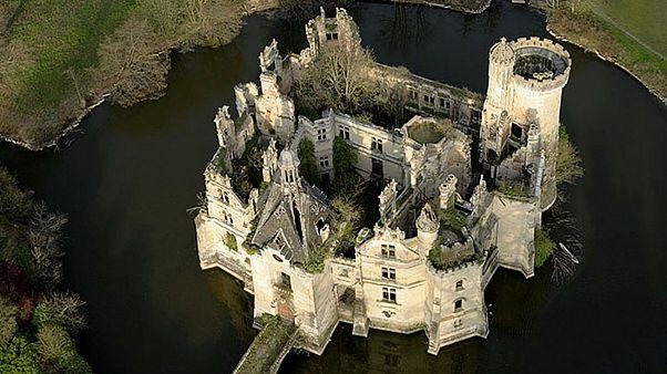 قصر لاموت شاندونیه در غرب فرانسه