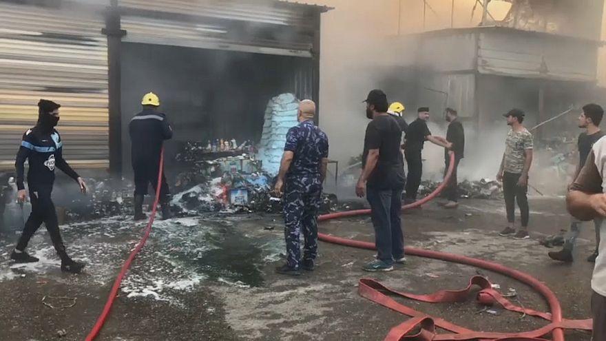 شاهد: مقتل شخص في حريق في أحد أسواق بغداد