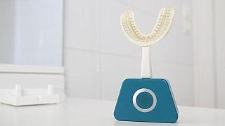 فرشاة مبتكرة تنظف أسنانك بعشر ثوانٍ فقط!