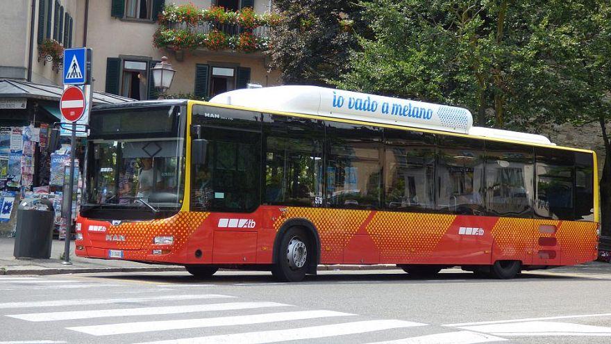 Az Atb egy busza, ennél a vállalatnál dolgozik Maurizio