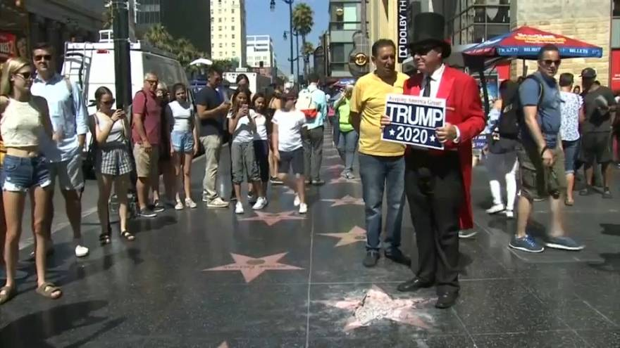 Дональ Трамп остался без звезды