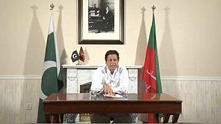 Imran Khan se autoproclama primer ministro de Pakistán