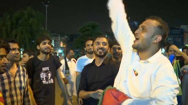 Rendszerhiba miatt késik az eredmény Pakisztánban