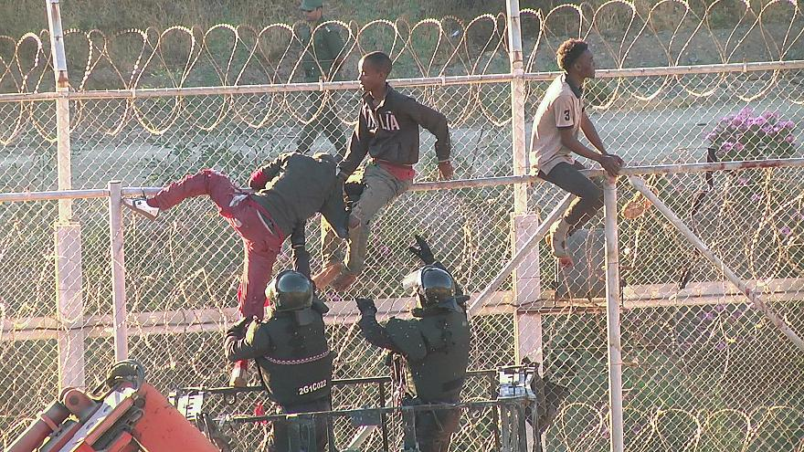 700 migrantes saltam cerca entre Marrocos e Ceuta