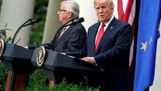 El momento en que Juncker parece evitar la mano de Trump