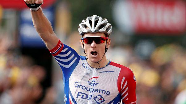 Arnaud Démare pasa del infierno al paraíso en el Tour de Francia