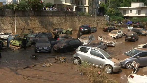 Tempestade inunda cidade a nordeste de Atenas
