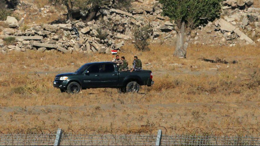 اهتزار پرچم سوریه در منطقه ای مشرف به بلندی های جولان