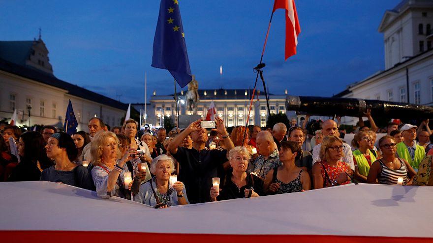 Ismét a lengyel bírósági reform ellen tüntettek