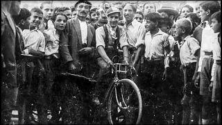 İtalyan bisikletçi Gino Bartali