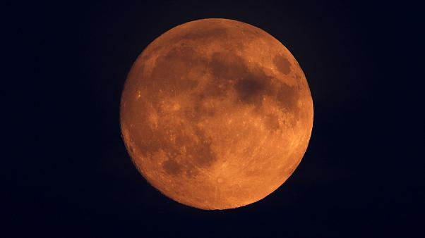Έρχεται το «ματωμένο φεγγάρι» - Η ολική έκλειψη σελήνης θα διαρκέσει δύο ώρες
