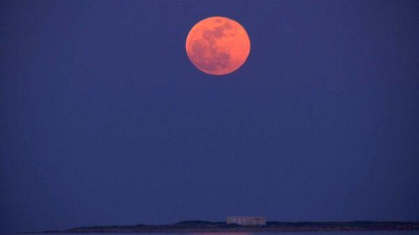Luna de sangre en el eclipse total más largo del siglo