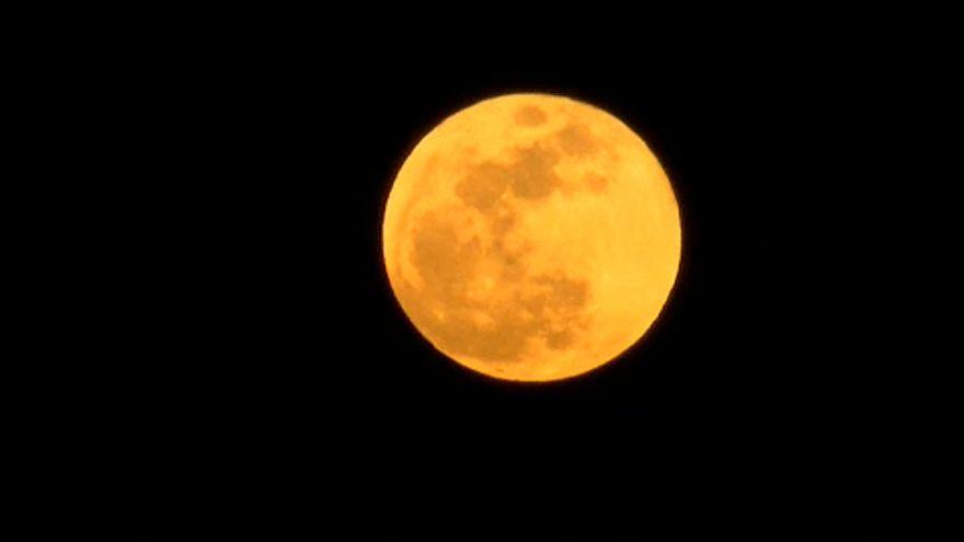 Teljes holdfogyatkozás lesz péntek este