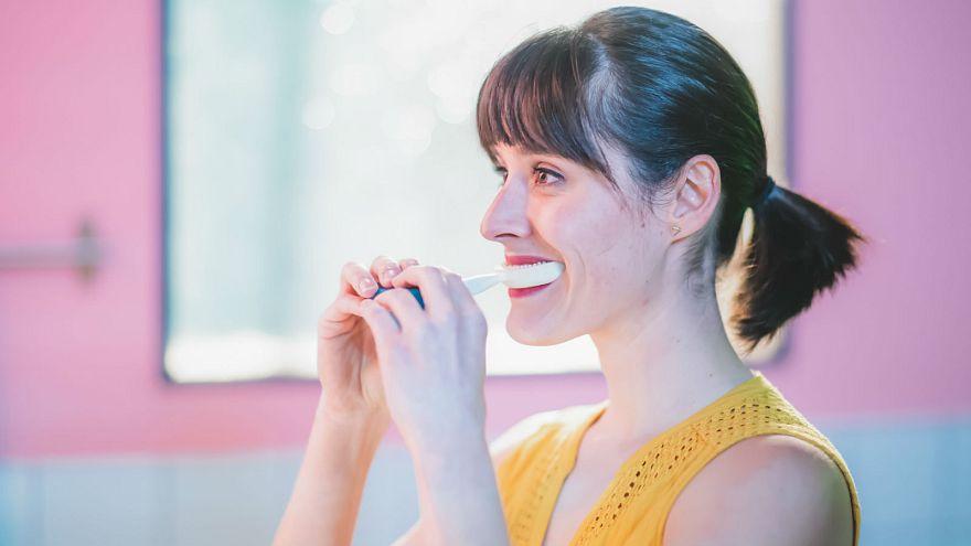 Uno spazzolino per lavare tutti i vostri denti in appena 10 secondi