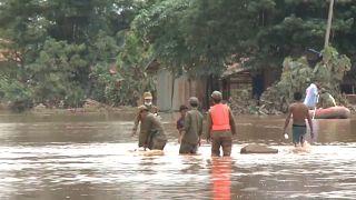 Agónico rescate tras el derrumbe de una presa en Laos