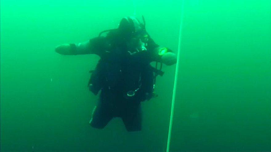 Karadeniz'de 30 metreye dalan engelli sporcu rekor kırdı