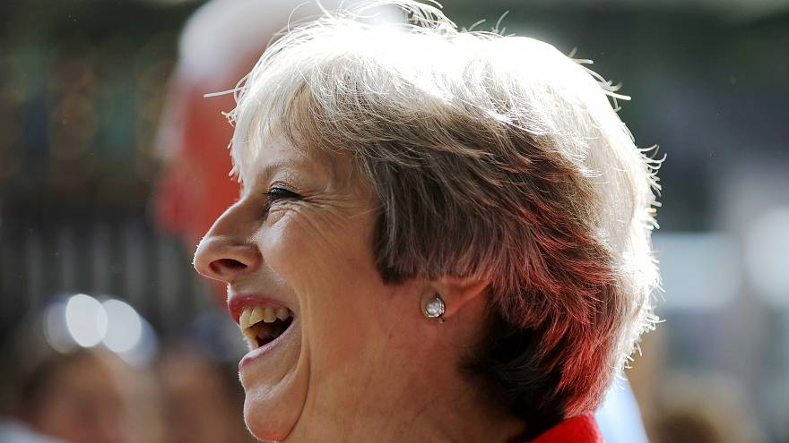 رئيسة وزراء بريطانيا تقرر ترك خلافات البرلمان لتقضي إجازتها الصيفية