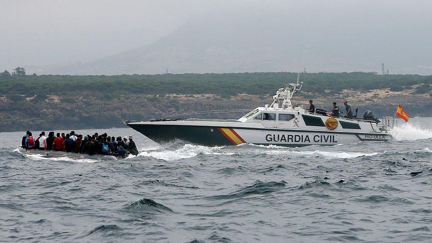 شاهد: مطاردة بحرية بين قوات خفر السواحل الإسبانية ومهاجرين