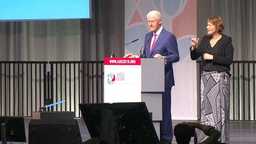 كلينتون خلال المؤتمر