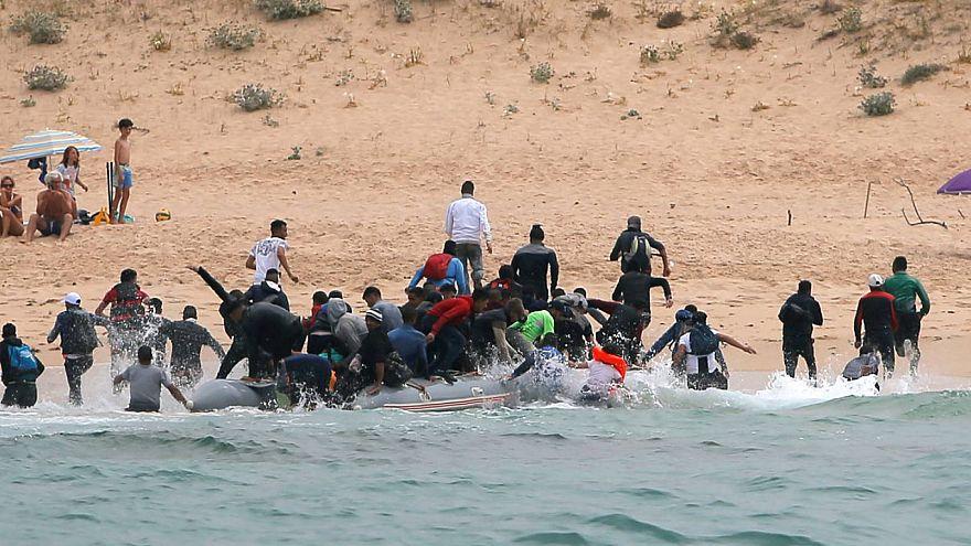 Desembarco de una patera en la playa de Tarifa