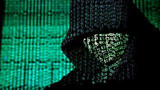 İnternet kotası biten genç, Wi-Fi şifresi için ev bastı