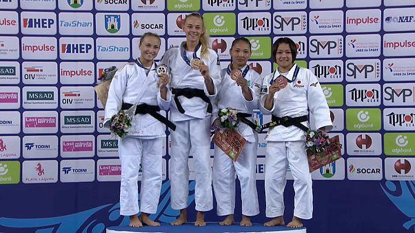 Die erfolgreichen Judoka bis 48kg nach der Siegerehrung