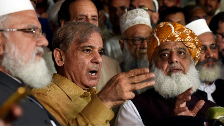 مخالفان عمران خان در اعتراض به نتیجه انتخابات تهدید به تظاهرات خیابانی کردند