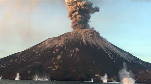 Endonezya: Anak Kratakatau volkanı patladı