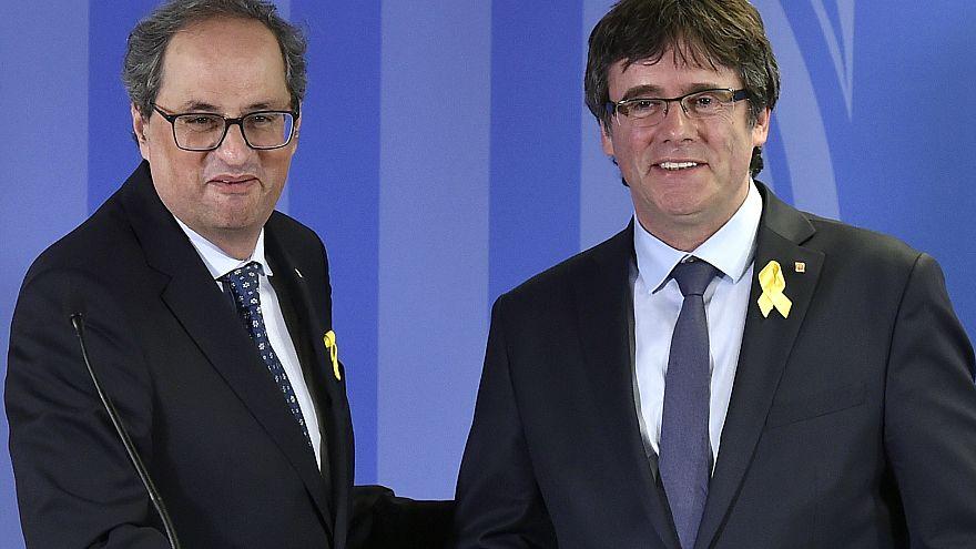 Katalanların lideri Torra, eski lider Carles Puigdemont ile birlikte.
