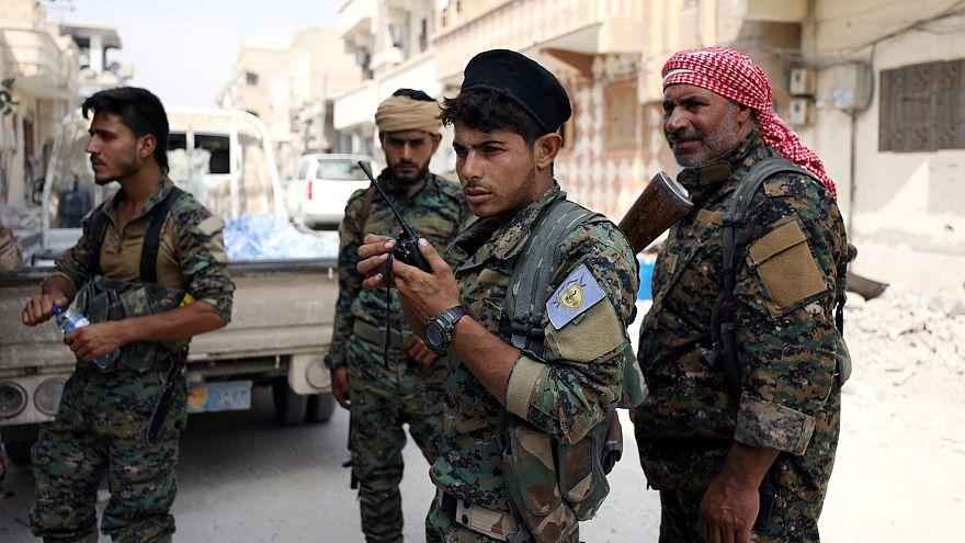 صورة أرشيفية لمقاتلين من قوات سوريا الديمقراطية في الرقة في أيلول/2017