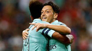 Bei Arsenal als Kapitän: Mesut Özil feiert 5:1-Sieg gegen PSG