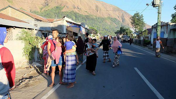 زلزله ۶.۴ ریشتری جان دستکم ۱۰ نفر را در اندونزی گرفت