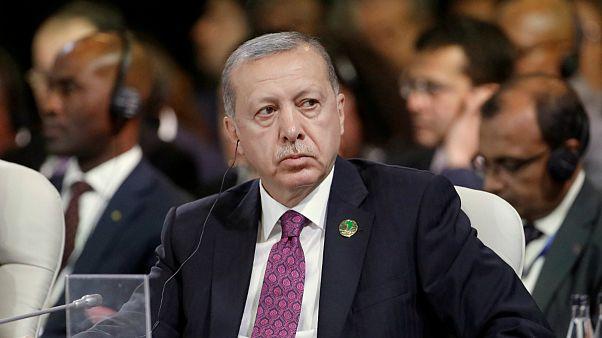 اردوغان: در برابر تحریم آمریکا عقب نشینی نمی کنیم