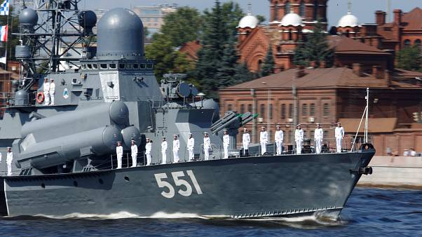 رژه نیروی دریایی روسیه در حضور پوتین