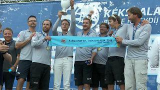 El catamarán suizo Safram gana la Blue Ribbon en el lago Balatón