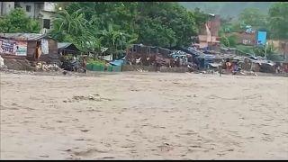 مقتل 58 شخصاً ودمار واسع بسبب الفيضانات في الهند