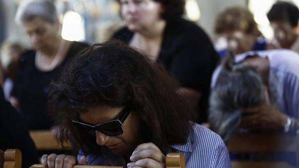 Βουβός πόνος στο μνημόσυνο για τα θύματα της πυρκαγιάς στο Μάτι