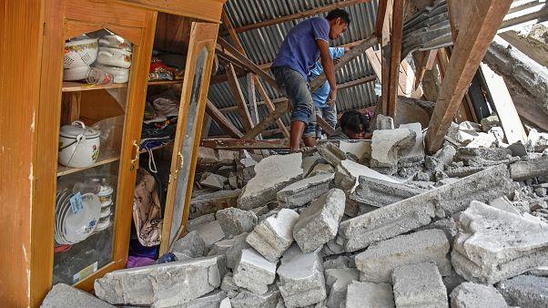 Число жертв землетрясения растёт