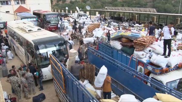 Hundreds of Syrian refugees living in Lebanon return home