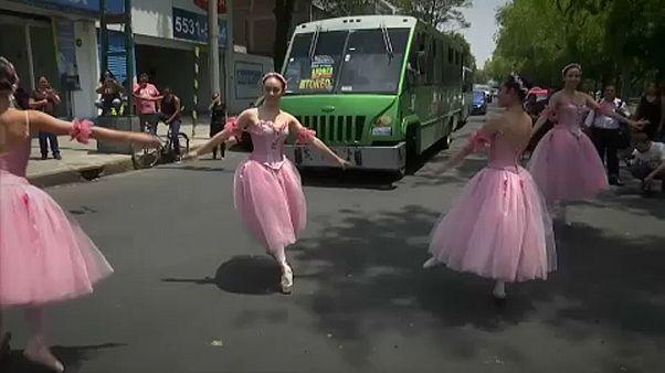 Балет на улицах Мехико