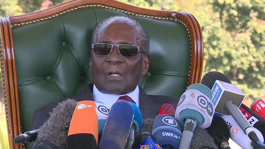 Mugabe reaparece en Zimbabue para apoyar a la oposición el día de reflexión