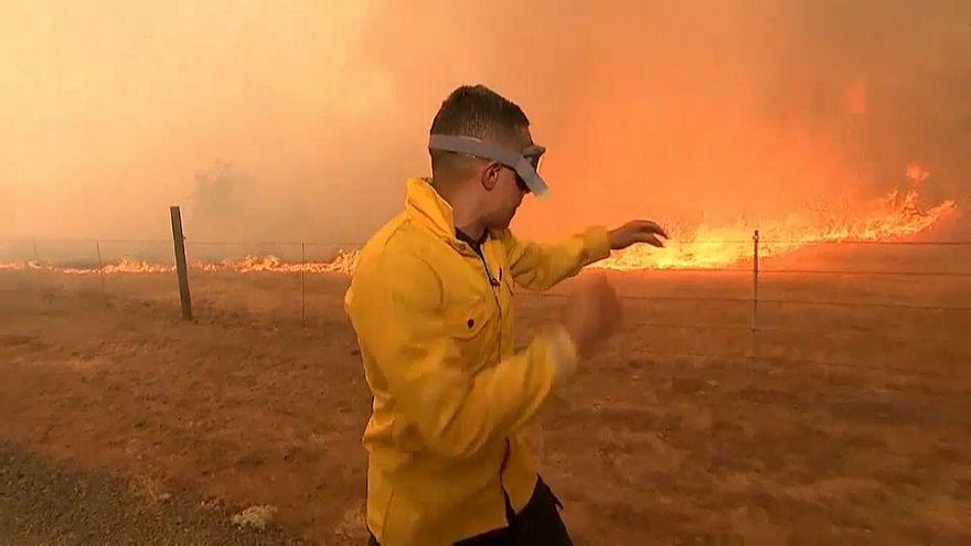 California in fiamme: dispersi e sfollati per gli incendi