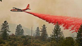 Μαίνονται ανεξέλεγκτες οι πυρκαγιές στη βόρεια Καλιφόρνια
