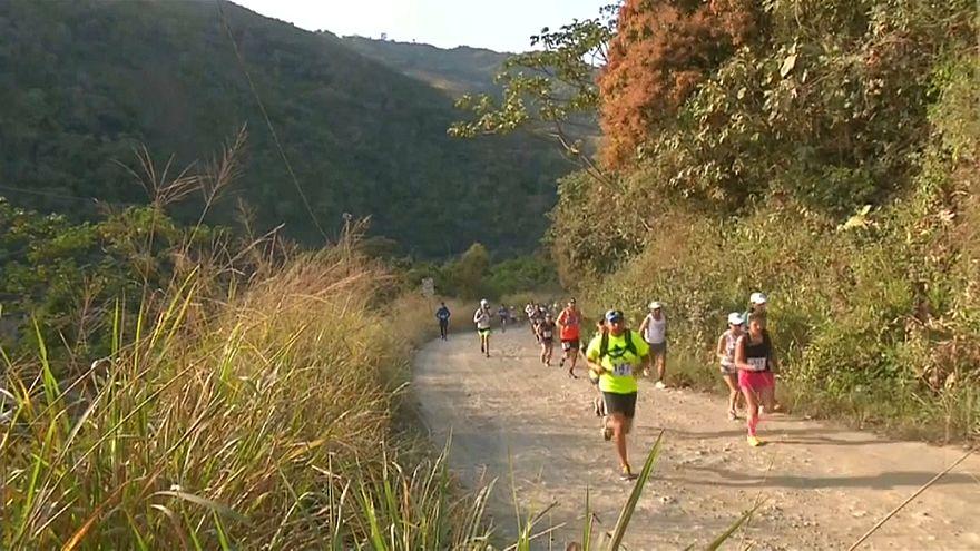"""Skyrace in Bolivien - Extremlauf auf der """"Strasse des Todes"""""""