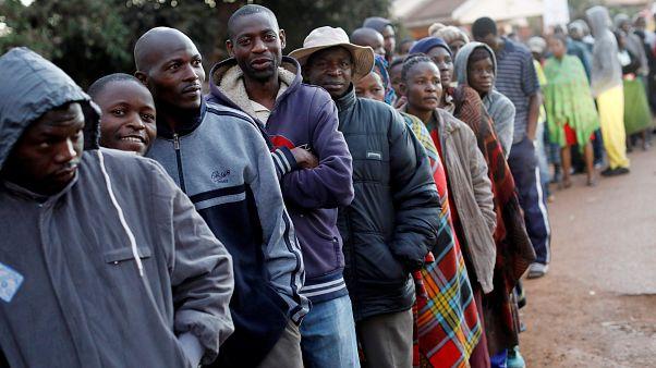 بدء التصويت في أول انتخابات بزيمبابوي منذ الإطاحة بموغابي