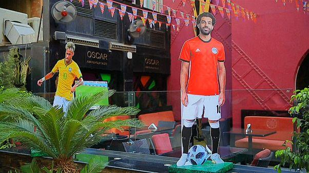 لوحة دعائية لدعم محمد صلاح في القاهرة